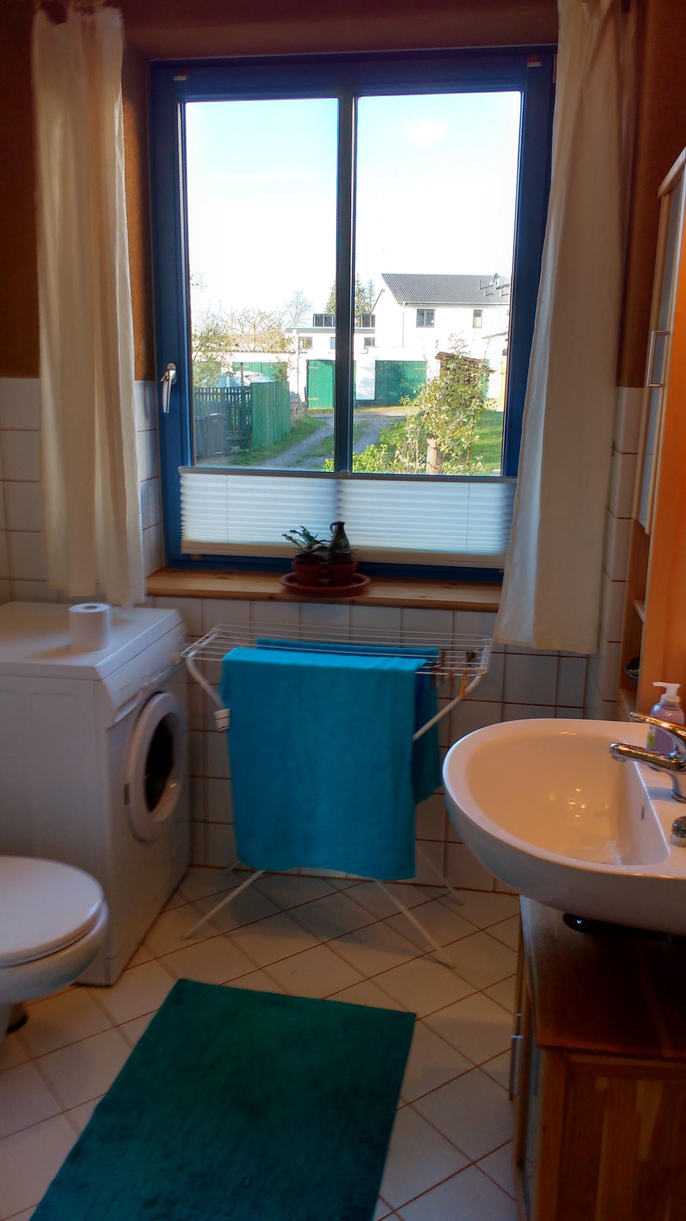 Ferienwohnung Schwerin am Ziegelsee - Bad mit Dusche und Waschmaschine